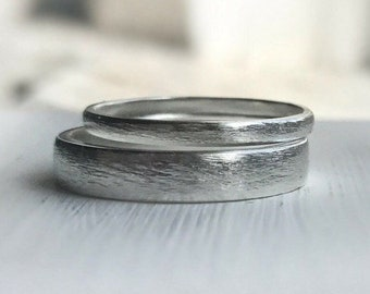 Rustic wedding band set - Made to order - Available in Sterling Silver, customizable in Gold. Wedding bands His and Hers - Ethically sourced