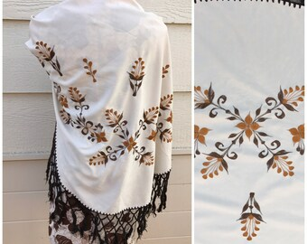 Cream with embroidery 70s boho shawl shoulder wrap