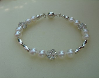 Strap me Pearl and silver, summery lightness!