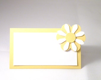 8 Daisy Place Cards in Yellow and White