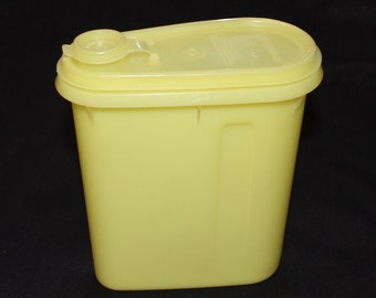 Vintage Tupperware 792 Yellow Beverage Buddy 1 Qt. Store N Pour Pitcher