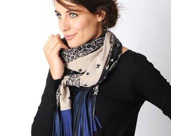 Blaue Fransen Schal, Schal Beige mit Sternen und Lederfransen, Navy blau und Beige, gesäumt Schal, Geschenk für Frauen, Frauen Zubehör MALAM