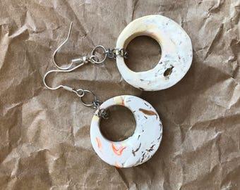 Marbled hooped earrings