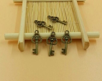 10pcs key pendant little key charms Antique Alloy Jewelry finding key accessories charm T576