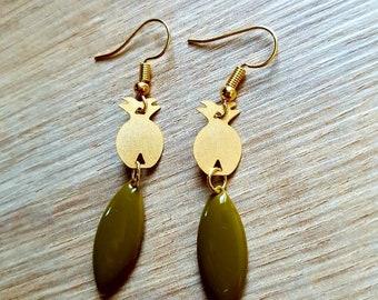 Very pretty gold and khaki pineapple earrings