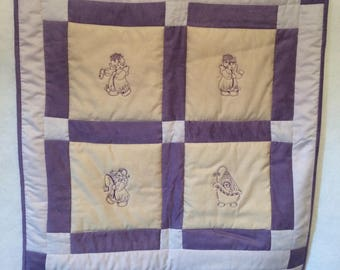 baby bedtime angels quilt  33x44 inches