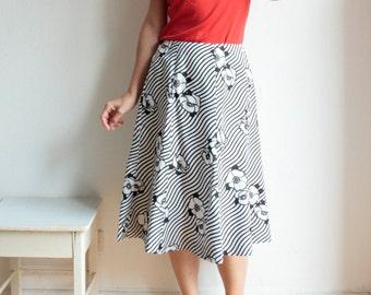 Vintage midi skirt, retro floral print, 70s, black and white, flower power, hippie, plate skirt, vintage skirt, psychedelic pattern,
