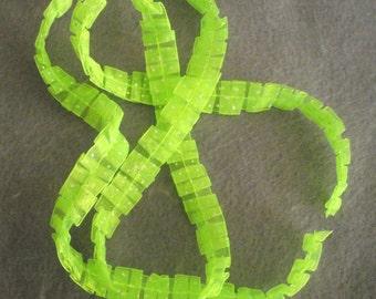 Rassemblé vert Lime avec pois blanc ruban Destash