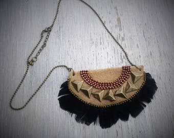 Necklace suede and black feathers, bronze copper metal.