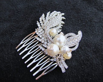 Bridal hair comb in leaf rhinestones with South sea pearls, a small posy wedding head piece - Miya