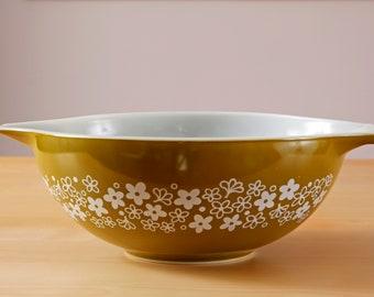 Vintage Pyrex spring blossom crazy daisy 444 Cinderella bowl