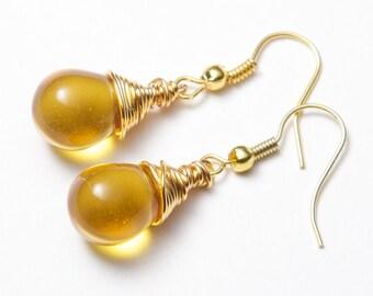 Yellow amber earrings, gold wire wrapped. Amber and gold earrings. Yellow and gold earrings. Gold earrings. Honey drop earrings.