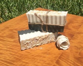 Moisturizing charcoal oat & honey soap