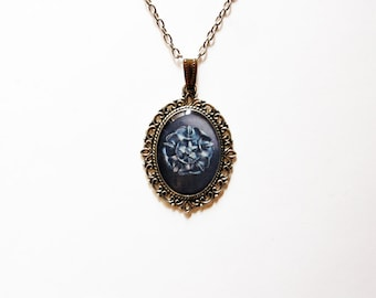 House Tyrell of Highgarden Crest - Tyrell Necklace - Tyrell Pendant - Game of Thrones Jewelry - Tyrell Crest - Tyrell Rose - Growing Strong