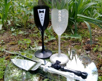 Bride and Groom Champagne Glasses and Cake Knife Set, Champagne Flutes and Cake Server Set, Wedding Decorations, Black and White -- Set of 4