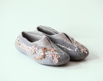 Grey  slippers, Felted Wool Slippers with Indian Silk, Women wool slippers, Felted Slippers for Women,  Housewarming gift, Felted shoes