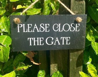 Please close the gate sign. Slate sign. Gate sign. Dog sign. Gate plaque. Gate warning sign. Shut the gate sign. Dog slate sign.