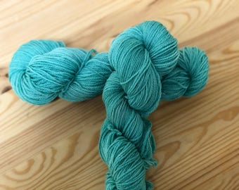 Green dyed-dyed Green-hand dyed yarn-Green Yarn- Fingering Weight yarn-Hand Dyed Sock-Sock Yarn Dyed-Green Sock-Variegated Yarn, Blue Blaze