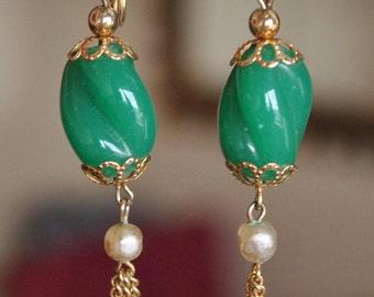 Boucles d'oreilles nacre et verre vert w / gland