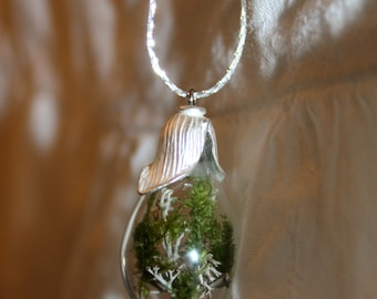 Terrarium necklace, lichen and moss-Collier Terrarium, mousse et lichen