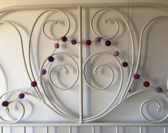 Lovely felt ball garland in shades of pink/purple