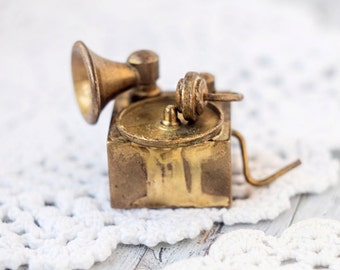 Miniature gramophone_brass miniature_dollhouse collectible_gold metal gramophone_toy house roombox_brass gramophone_vintage retro doll house
