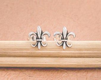 1 pair of 925 Sterling Silver Fleur de lis Stud Earrings 9mm.  Oxidized Finish  :er1160