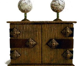 Woodgrain Case with Miniature Maps and Globes