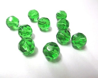 10 faceted green glass 8mm
