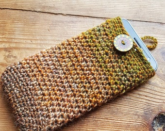 Crochet phone case with chunky wooden button