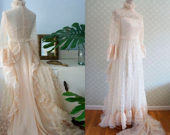 Victorian Style Bride Vintage dress. Adorable lace vintage dress 70s.