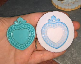 Cameo Mold Heart to Pellets