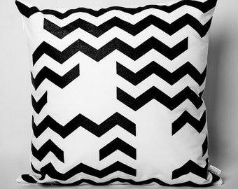 Cushion black & white: Chevrons