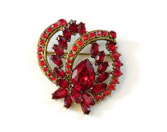 Pretty Ruby Red Rhinestone Brooch Pin Vintage 1950-1960 Goldtone Setting