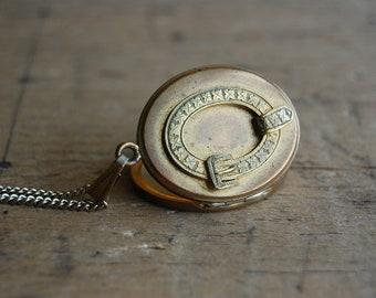 Victorian mourning locket / GARTER