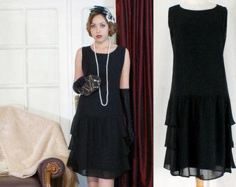 Stylish flapper costume in black with tiered skirt, Great Gatsby  dress, 1920s flapper dress, little black dress, robe Charleston, 20s dress