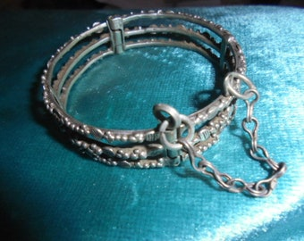 Moroccan Jewelry, old fine silver Saharan/Tuareg delicate triple clasp bracelet, granulated, with its chain