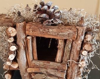 Indoor/outdoor grapevine cottage birdhouse