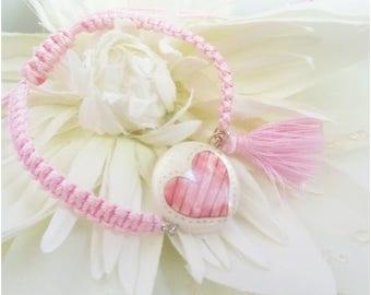 Bracelet macramé réglable rose, palet de nacre motif Coeur, pompon rose, féminin, romantique, pour elle, anniversaire ou cadeau d'appoint