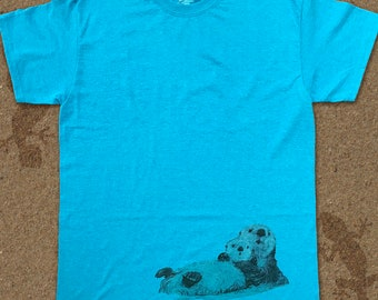 T-shirt with drawing of a otter mother and a baby