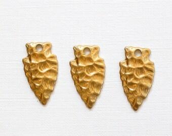 12 gold ARROWHEAD jewelry charms . 10mm x 19mm (ST64c)