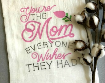 Sweet Mom Kitchen Towel / You're the Mom Everyone Wishes They Had / Mom gift / Mama gift / Birthday Gift / Flour Sack Towel / Dish Towel