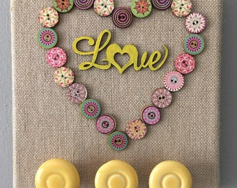 "button ""love"" jewelry hanger"
