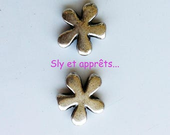 2 beads 15mm silver metal flower