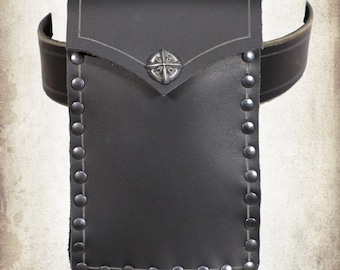 Mercenary medium black leather poutch in leather for LARP, action roleplaying and cosplay