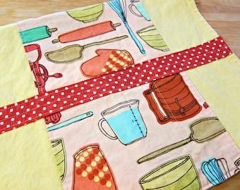Retro Dishtowel, Hand Towel, Retro Decor, Dish Towel, Yellow Towel, Kitchen Decor, Kitchen Towel, Hostess Gift, Vintage Kitchen Tools