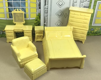 "MARX BEDROOM SUITE, 3/4"" Traditional Style, Hard Plastic, 1950's ""Marxie Mansion"", Vintage Tin Dollhouse Furniture"