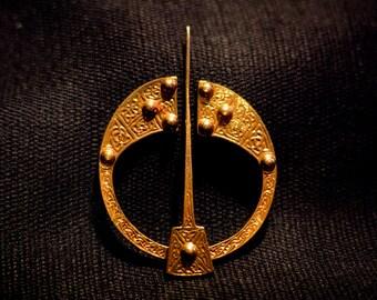 Celtic Knot - Pennanular Brooch! - R-09