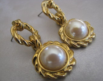 Goldtone Domed Pearls Stud Earrings , Vintage Pearl Post Earrings , Collectible Jewelry