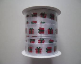 3 meters of white background with red and green gift 10 mm polyester Ribbon